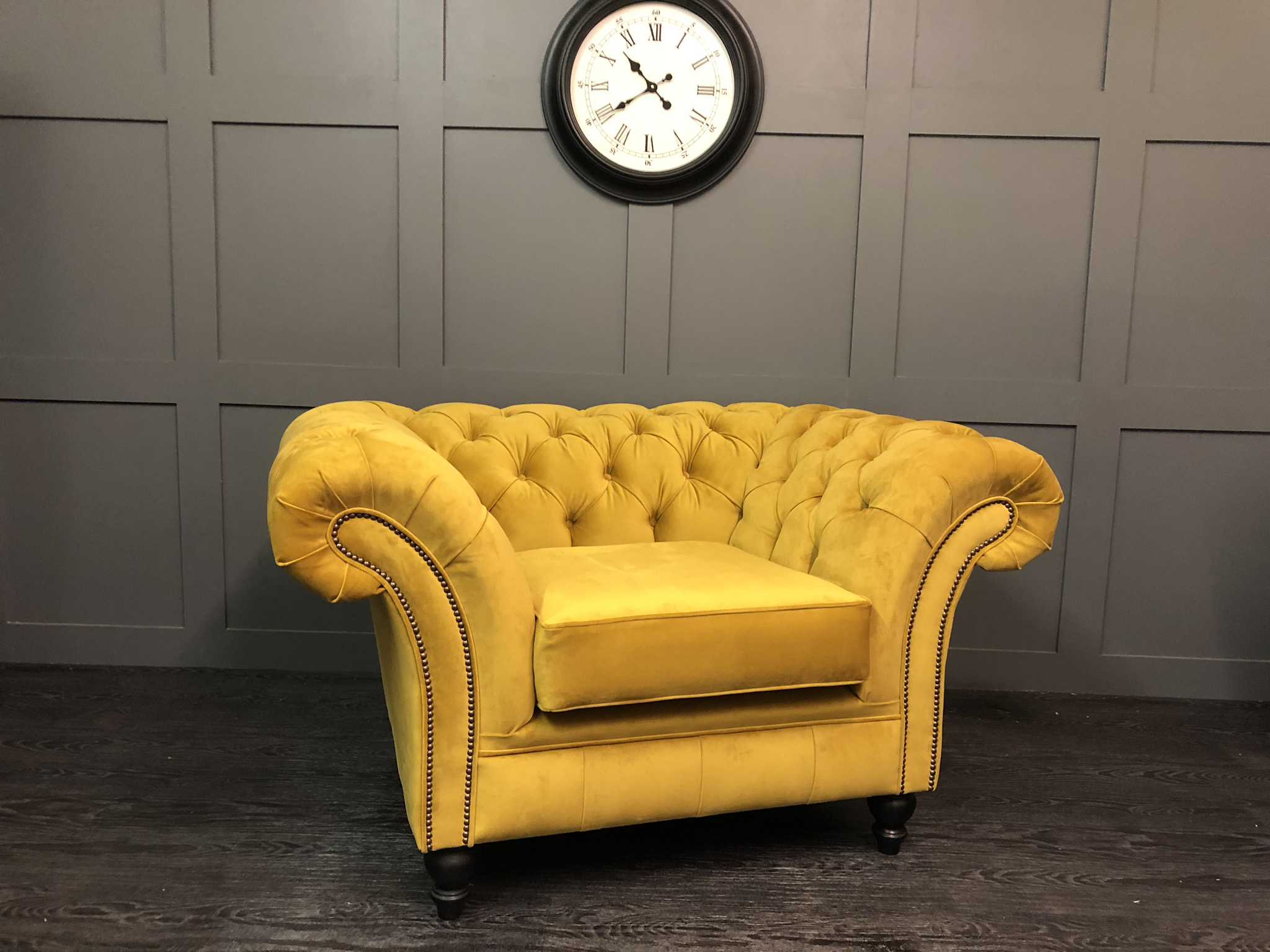 London Chair warwick Turmeric plush velvet